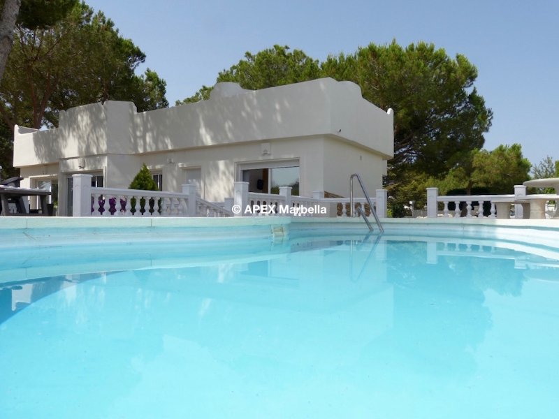 Superbly presented detached luxury villa with private swimming pool.