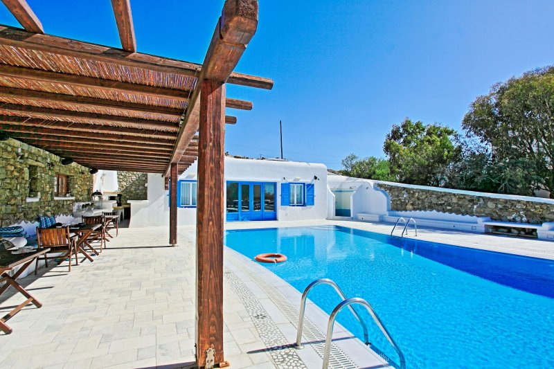 Maganos Frangiska Ena: Traditional one bedroom apt, for 2 persons, enjoys a, vacation rental in Paraga