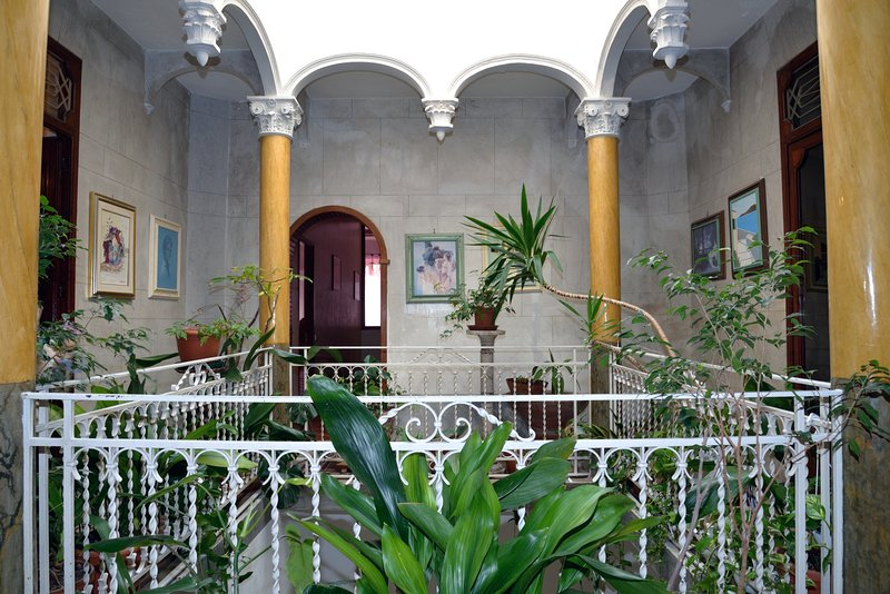 historic building located in the main street of Castellammare del Golfo, with five bedrooms and 2 bathrooms
