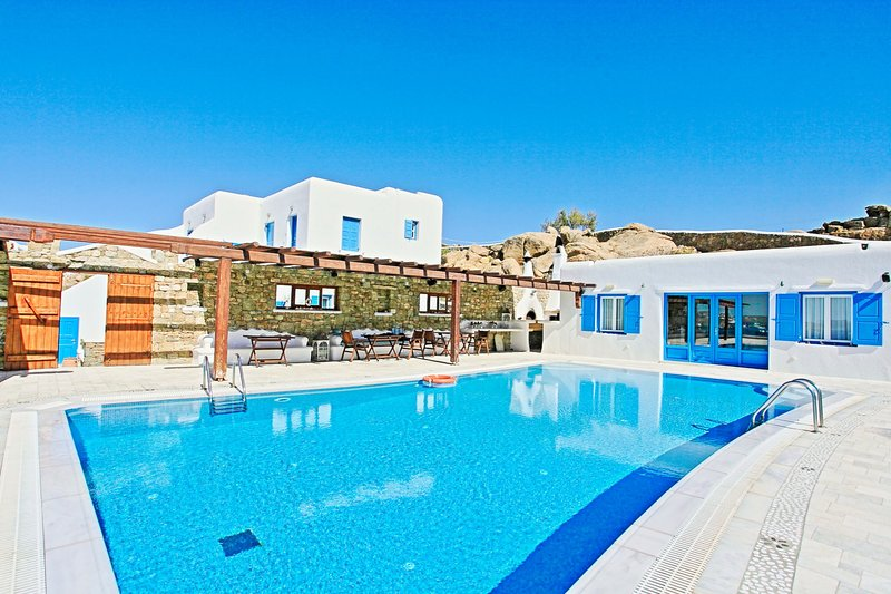 Frangiska Exi: Traditional one bedroom apt, for 2 persons, enjoys a shared, vacation rental in Paraga