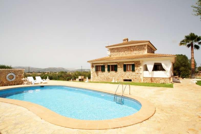 FINCA CARMINA. Villa close to Playas de Muro. Piscina, BBQ, Ping Pong. - Free Wi, holiday rental in Muro