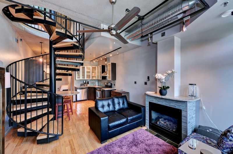 Amazing Victoria 2 Bedroom Executive Two Level Condo Near Fishermans Wharf – semesterbostad i View Royal
