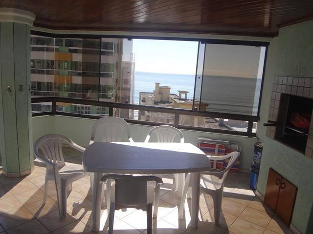 Vista desde el balcón, vista de la playa en el fondo