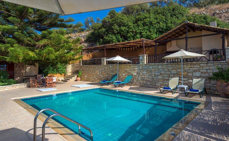 Villa Argiris - Rustic design with captivating sea views, vacation rental in Stavromenos Rethymnis