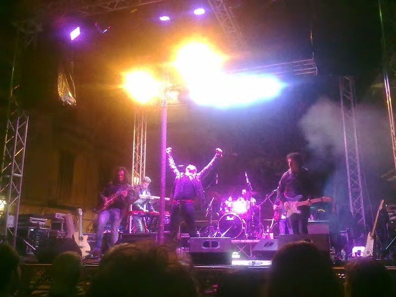 Free concerts throughout the duration of the festival. This year ended the Italian singer RAF
