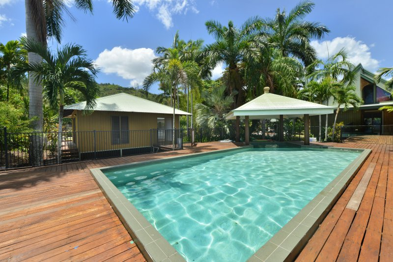 Cairns Private Villas - The Serendepity, casa vacanza a Holloways Beach