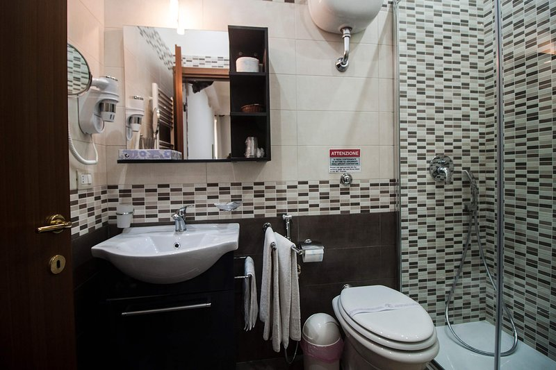 Double room with Jacuzzi, parking, wifi and pool near Pompeii, Sorrento, holiday rental in Poggiomarino