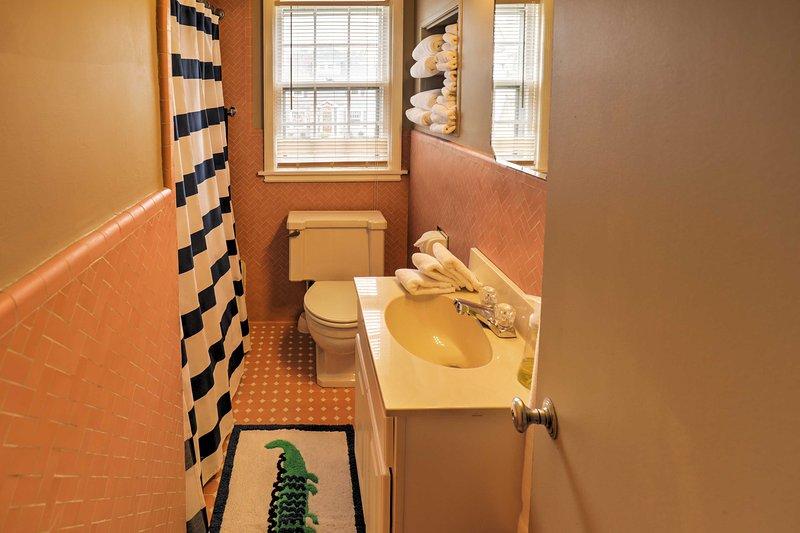 Préparez-vous pour votre journée passée à explorer Niagara Falls dans cette salle de bains.
