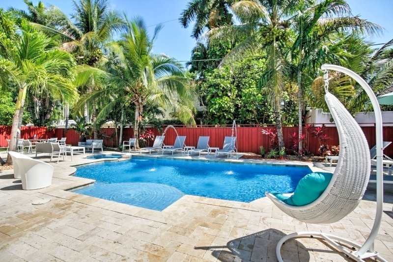Your ultimate beach vacation awaits you at this lavish 3-bedroom, 2-bathroom Hollywood vacation rental house that comfortably sleeps 10!