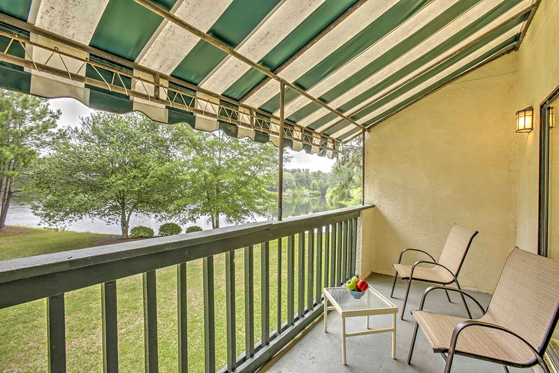 Niceville Condo w/ Pool Access < 8 Mi to Destin!, holiday rental in Niceville