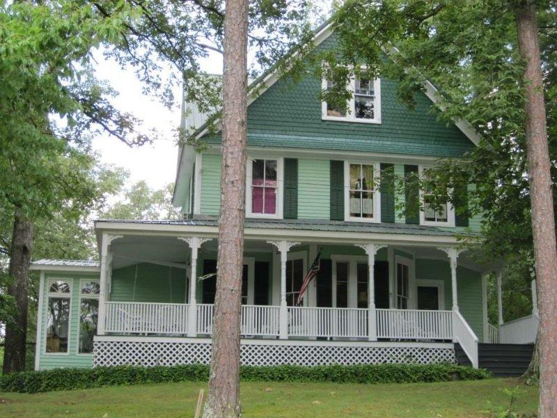Four Bedrooms in Artist Home for Rent, casa vacanza a Cedar Bluff