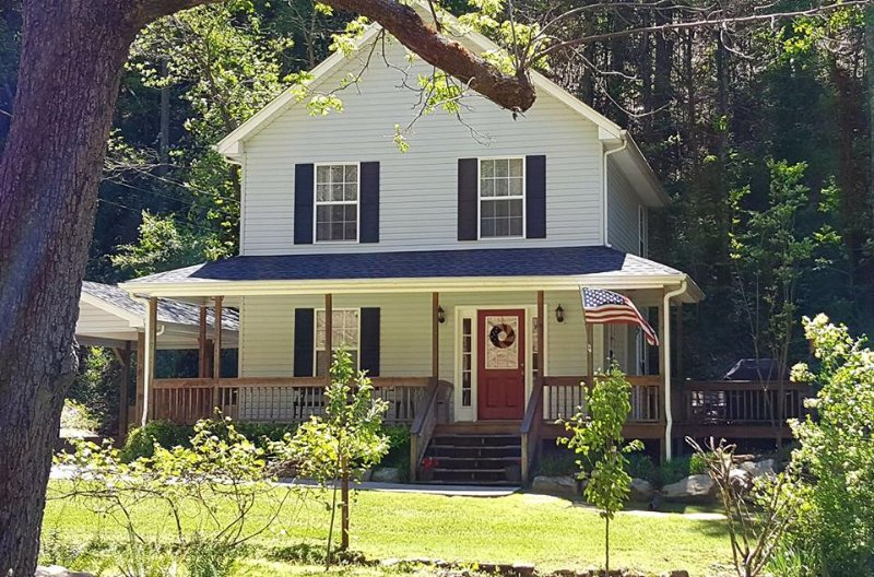 AMERICAN PATRIOT HAVEN on the Creek, vacation rental in Gatlinburg