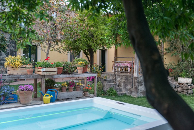 il pozzo e l'ulivo - just 200 meters from the Metro station -, vacation rental in Catania