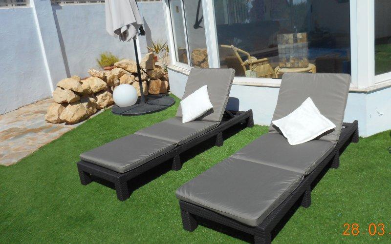 Sunbathing area by the pool