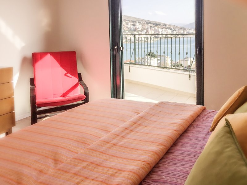 Sunny flat with breathtaking panoramic View, holiday rental in Gjirokaster
