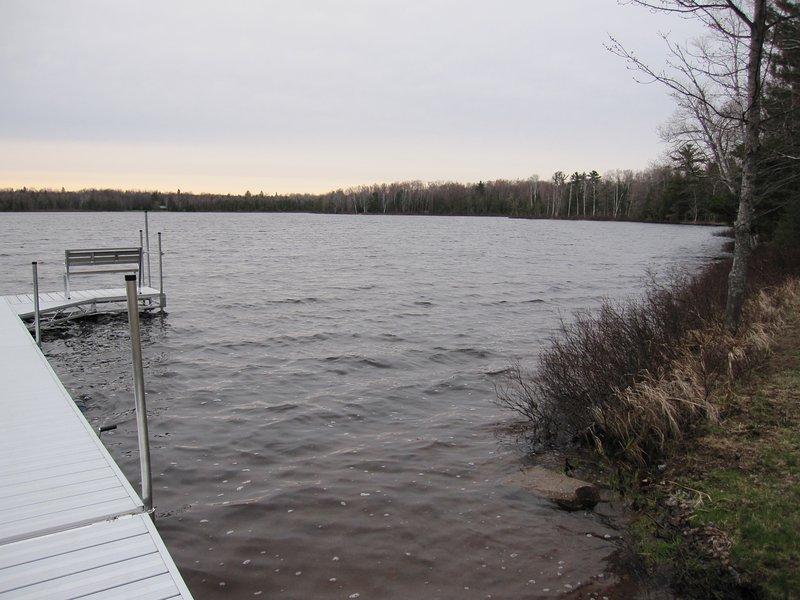 Stevens Lake, zanderige plek om te zwemmen, vissen.