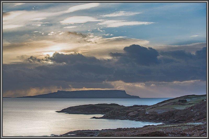 Das Sammeln von Wolken über Isle of Eigg.
