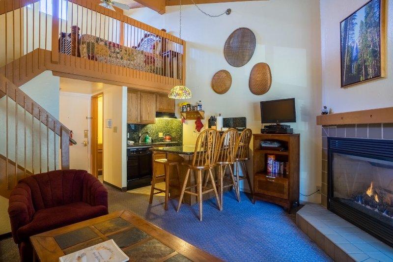 Voir votre salle de séjour, cuisine et mezzanine.