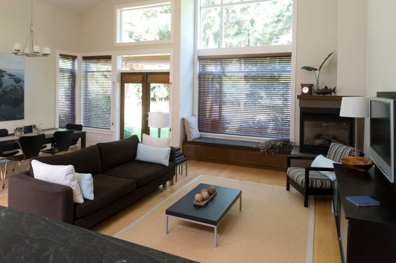 Tanglewood Beach House - West Coast Living at its best., holiday rental in Parksville