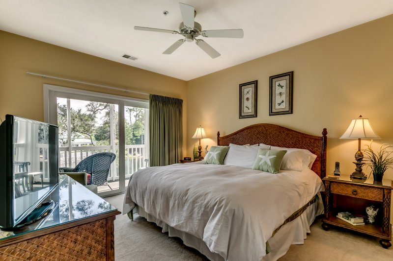 Amazing Master Suite with views of the lake and fountain