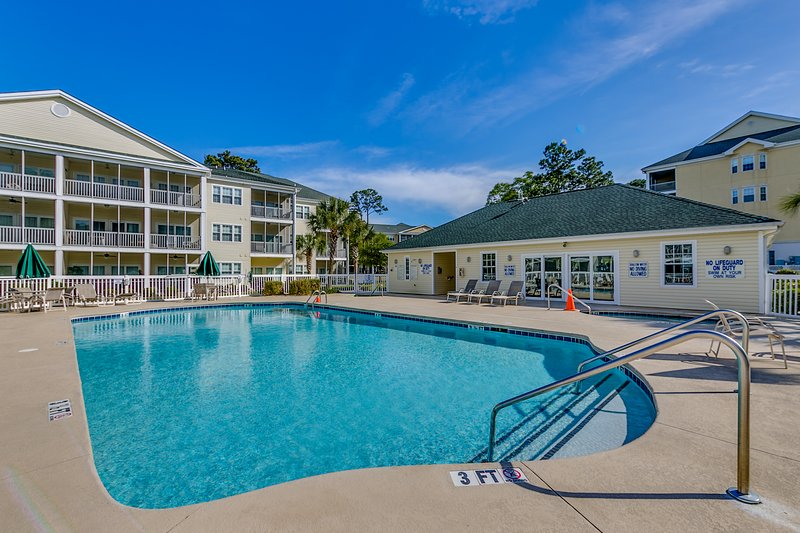 Equipped with 6 community pools, 6 hot tubs, and 6 kiddie pools, you and your travel companions will enjoy endless fun in the sun.