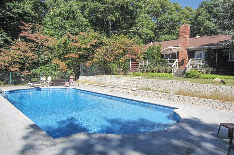 SOUTHAMPTON, LUXURY 4 BED 2 BATH WITH NEW POOL!!!!, location de vacances à Hamptons