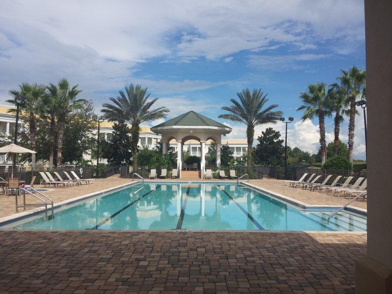 Una de las 10 piscinas del complejo.