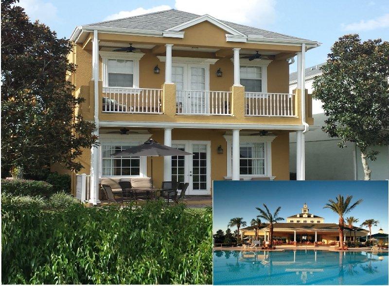 Frente da casa e uma entre 10 piscinas do Resort.