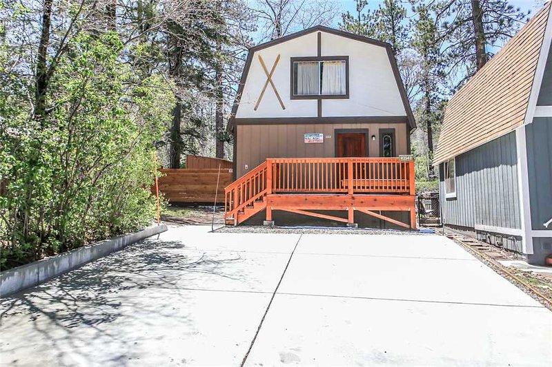 Yard,Deck,Porch,Building,Cottage