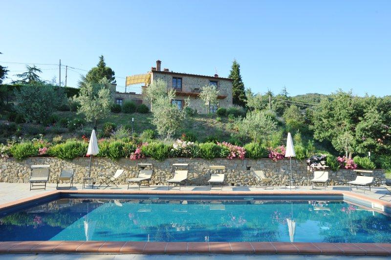 Villa Perugini stunning view 10people villa with pool overlooking Lake Trasimeno, aluguéis de temporada em Tuoro sul Trasimeno