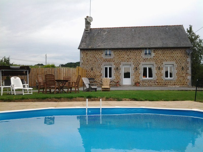 Normandy quiet rural retreat close to beaches and towns, location de vacances à Les Cresnays