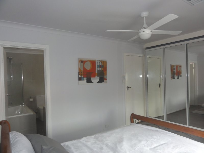 El dormitorio principal w Armario de baño y acceso compartido
