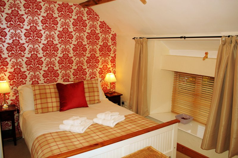 Double bedroom - an additional single bed can be put in this room