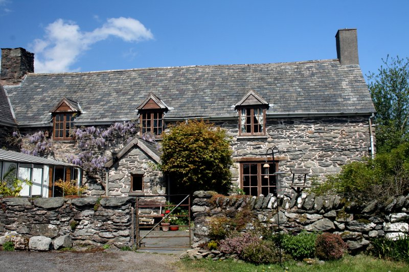 18th century farmhouse in remote, rural location, location de vacances à Pentre-Llyn-Cymmer
