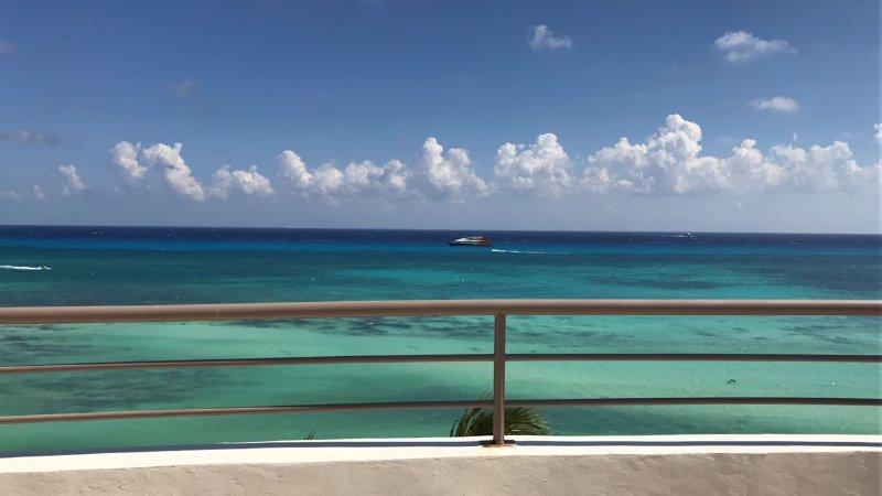 Corto Maltes, 304, beach front & roof top, 5*, holiday rental in Solidaridad