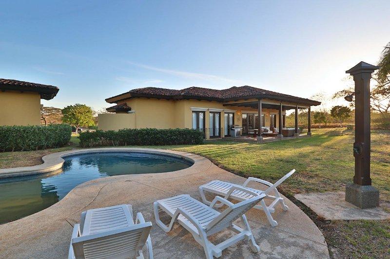 Casa Mariposas # 8, holiday rental in Santa Cruz