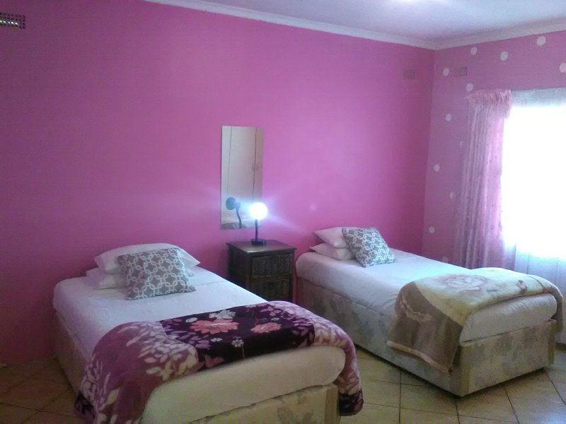 Bright,spacious bedroom with 2 comfortable single beds