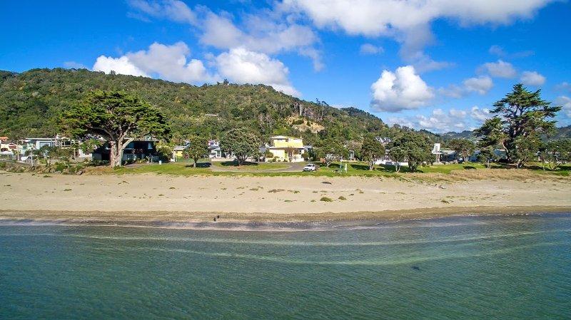 The Beach House at Waiwera, alquiler de vacaciones en Whangaparaoa
