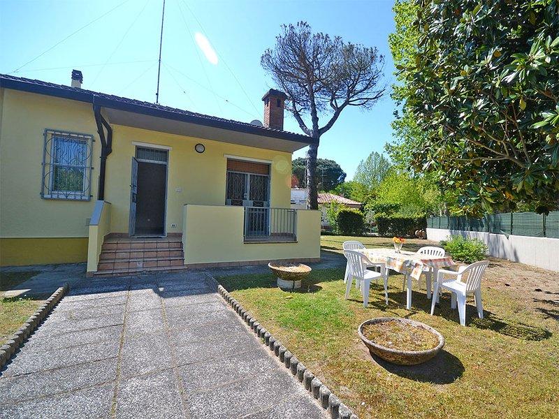Villa con 4 camere da letto e ampio giardino e parcheggio privato, aluguéis de temporada em Lido delle Nazioni