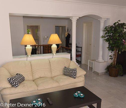 2 sofás de cuero blanco italiano