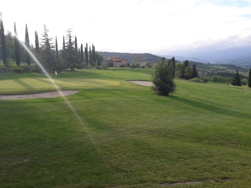 Foto 3 Golf Course Poppi