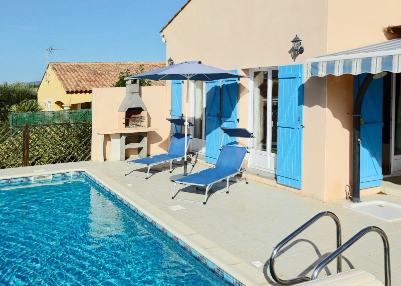 Pézenas Villa. 20% OFF Aug/Sept. Bedroom AirCon, Easy Walk to Town, Private Pool, holiday rental in Pezenas