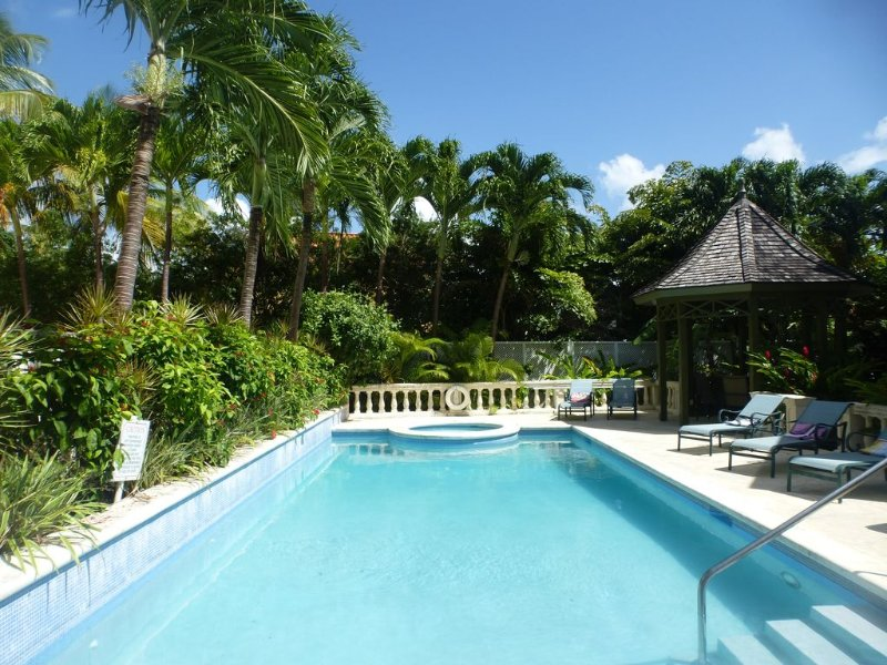Beautiful 2 bedroom apartment with stunning sea views on Barbados West Coast, vacation rental in Mullins