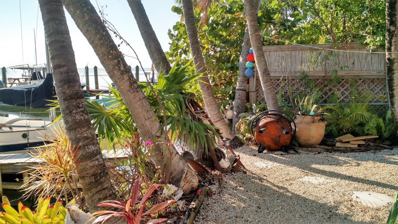 CARIBBEAN SOUL SAILING CHARTER Bayfront 2 BR cottage w/ 23 foot Sailboat or dock, casa vacanza a Conch Key