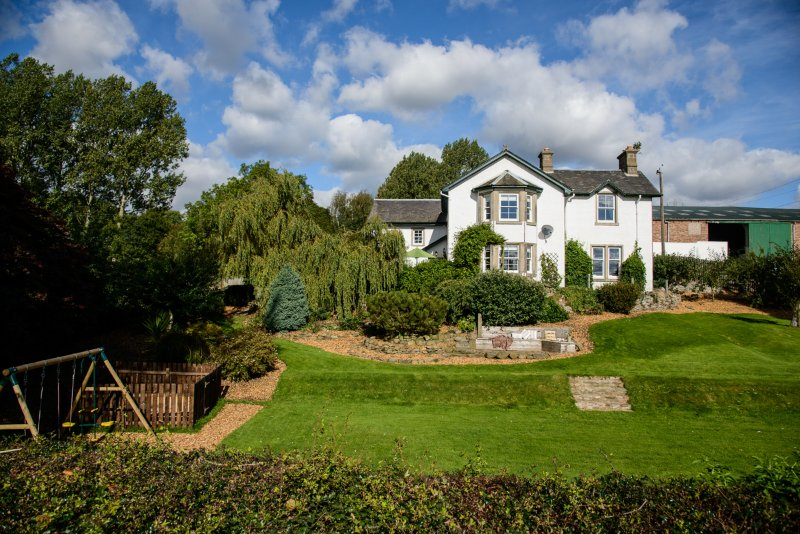 Beautiful Scottish Farmhouse set at the heart of a berry and cattle farm, between Dundee and Perth.
