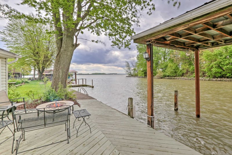 Waterfront Indian Lake House: Deck + Private Dock!, vacation rental in Belle Center