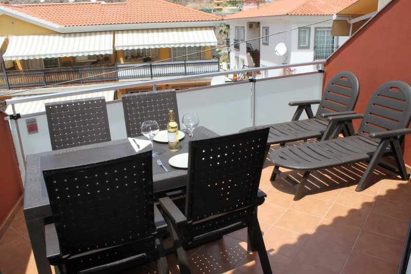 Puerto de Mogán, Apartamento Mele, Gran Canaria, con terraza, sol y playas., aluguéis de temporada em Las Burillas