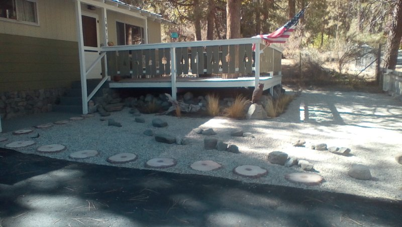small but cozy. One mile to town. large deck with table and chairs. No A.C. No WiFi