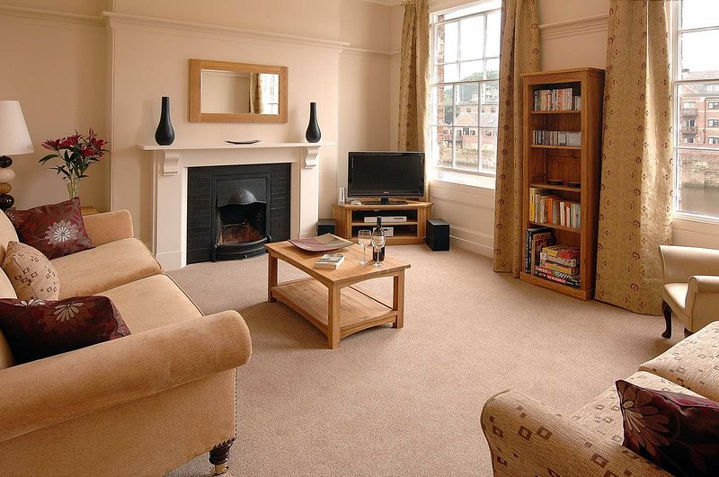 The Riverside York Five Star Self Catering Townhouse, holiday rental in York