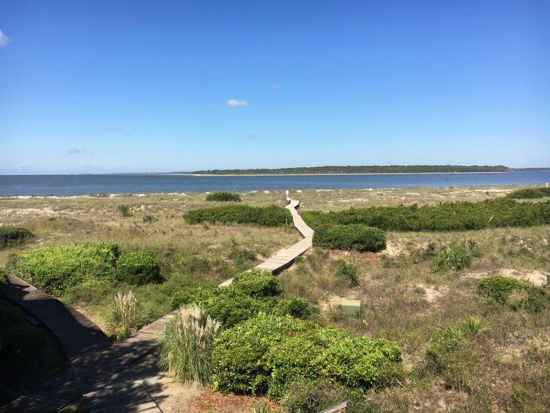 ¡Camina por el paseo marítimo hasta la playa!